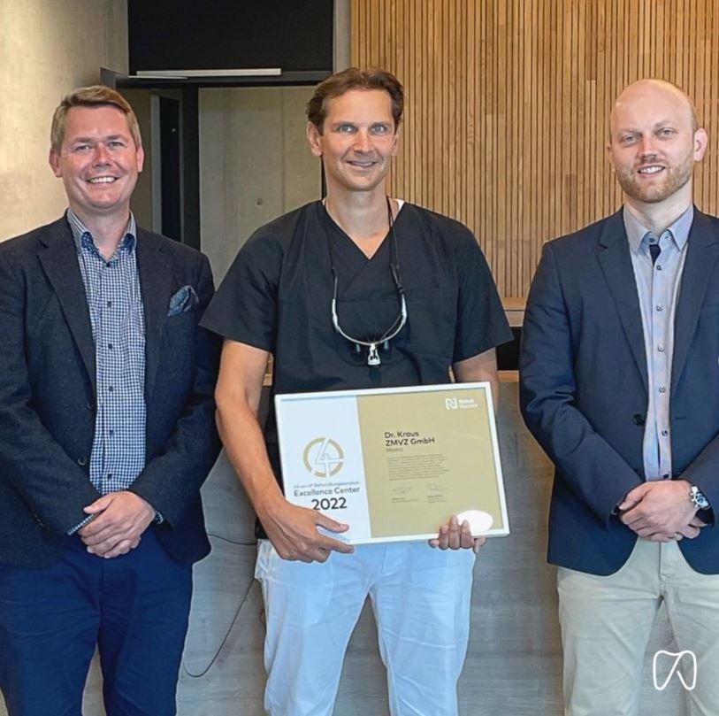 Dr. Kraus in Mainz wird erstes Gold Excellence Center für das All-on-4 Behandlungskonzept in Deutschland